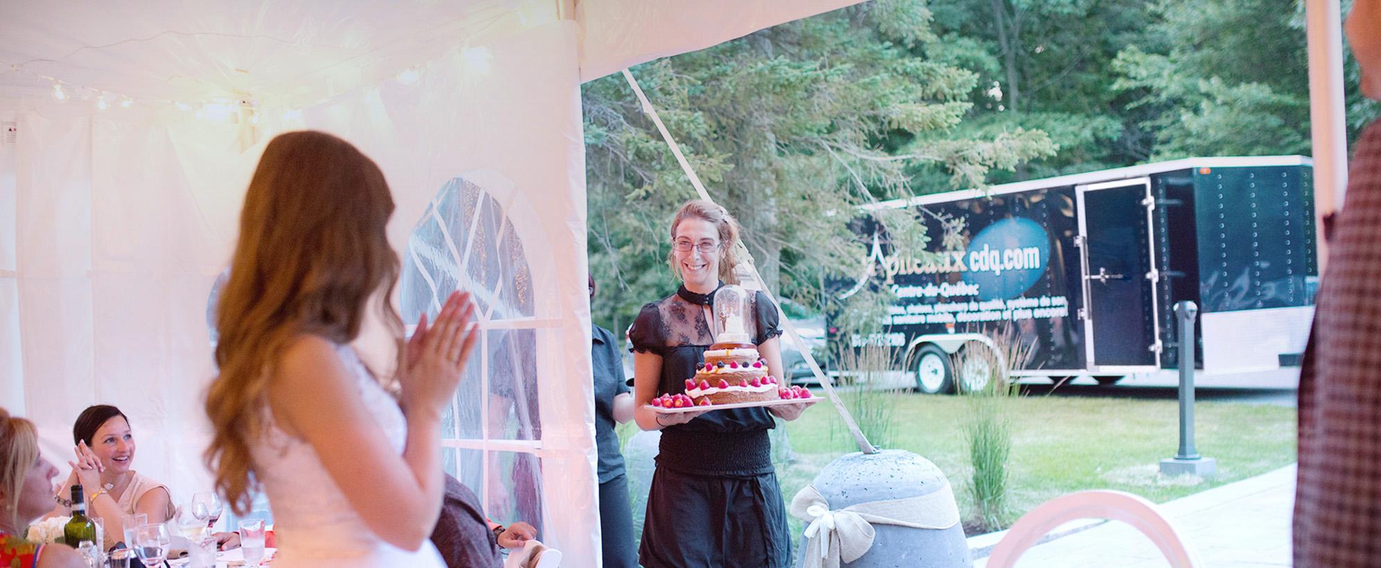 Service aux tables, gâteau, mariage, toilette mobile,Chapiteaux CDQ.