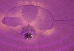 Boule disco dans une tente igloo de chapiteaux CDQ