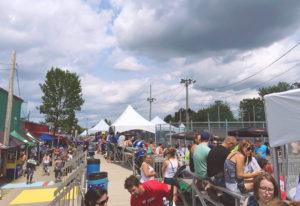 chapiteaux à structures autoportantes un pignon, chapiteaux CDQ, lors d'un événement public , au centre-du-québec à Drummondville