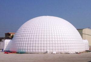 location de tente igloo au centre-du-québec, Chapiteaux CDQ, idéal pour les événements d'hiver, chauffage, éclairage, service aux tables, bar lumineux.